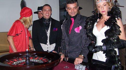 Giocatori in abbigliamento anni 20 con Funcasino